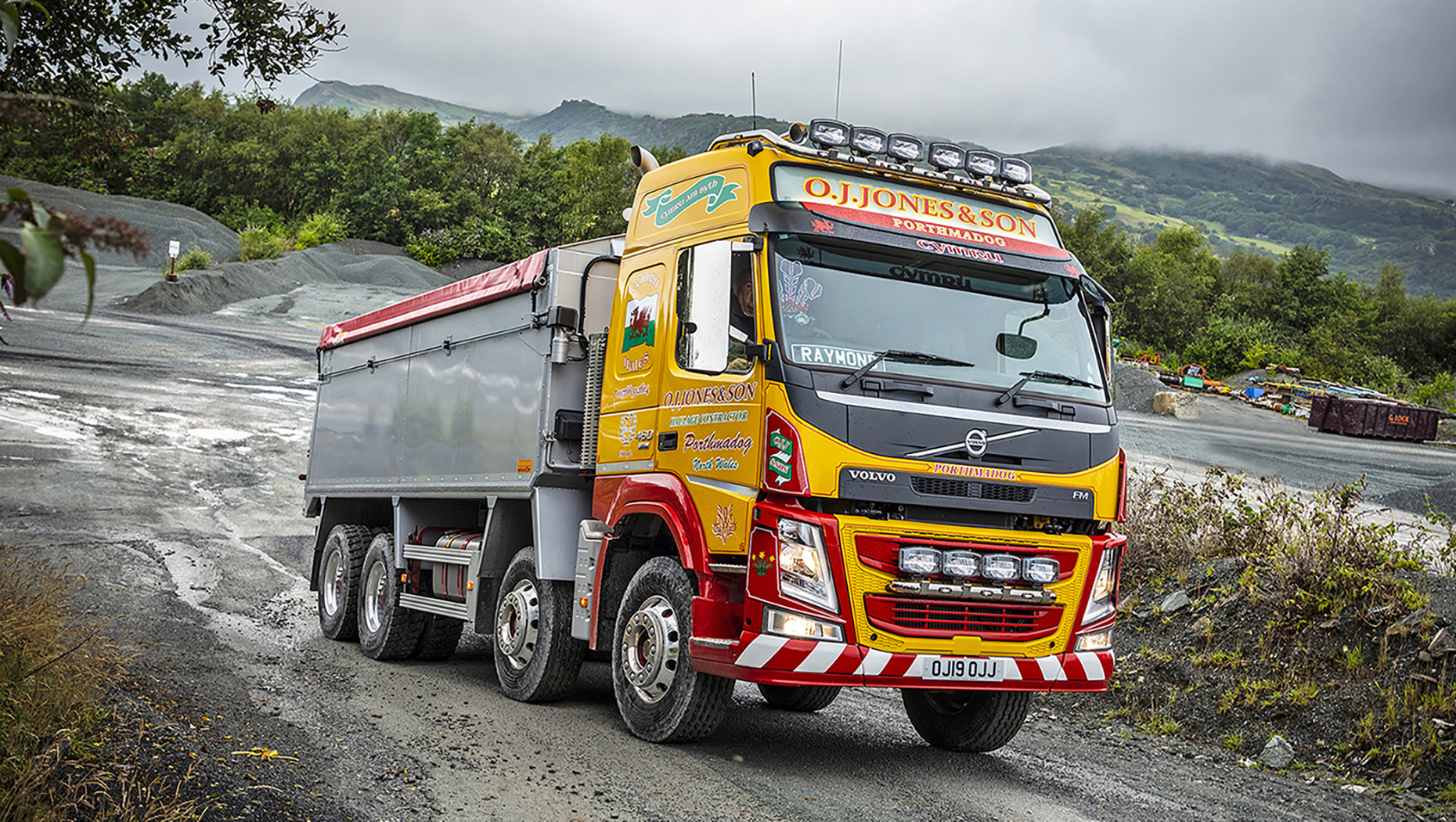 The UK's first I-Shift Dual Clutch equipped Volvo FM rigid proves a top tip at OJ Jones