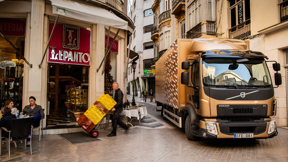 New fuel-efficient Volvo FL engines