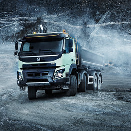 Volvo FMX with steerable multi-axles